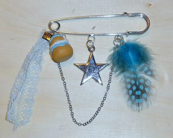 pretty blue feather pin