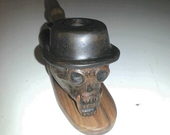 Skull with hat tobacco pipe with stand