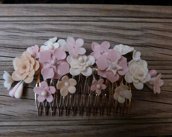 Played wedding flowers porcelain cold tones nude, peinecillo of flowers, touched communion, peinecillo bride, played back or side