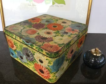 Large Peek Frean biscuit tin Floral tin Made in England Shabby chic Collectibles Vintage storage