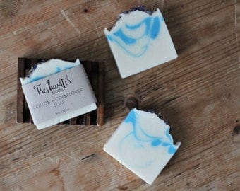 Cotton + Cornflower Soap // Handmade Soap // Artisan Soap // Coldprocess Soap // Botanical Soap // Cornflower Soap
