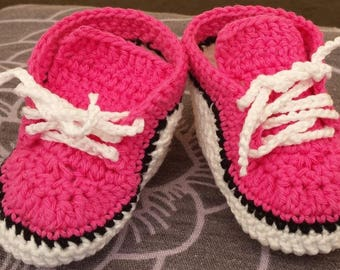 SHOES/SLIPPERS NEWBORN BABY CROCHETED PINK AND WHITE