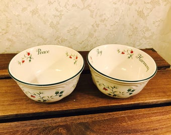 Pfaltzgraff Pair of Sentiment Bowls in Winterberry - Joy Peace Harmony - Red White Green