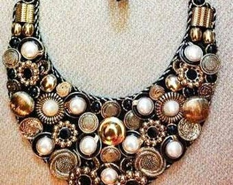 Gold/black bib vintage look button necklace