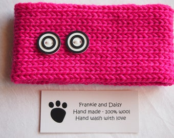 Woollen Hand Knitted Dog Collar in Hot Pink with 2 Black and White Buttons (size M)