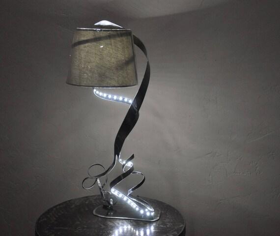 lampe sculpture en m tal avec ruban led. Black Bedroom Furniture Sets. Home Design Ideas
