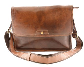 Men Messenger Crossboby Bag with interior padded compartment