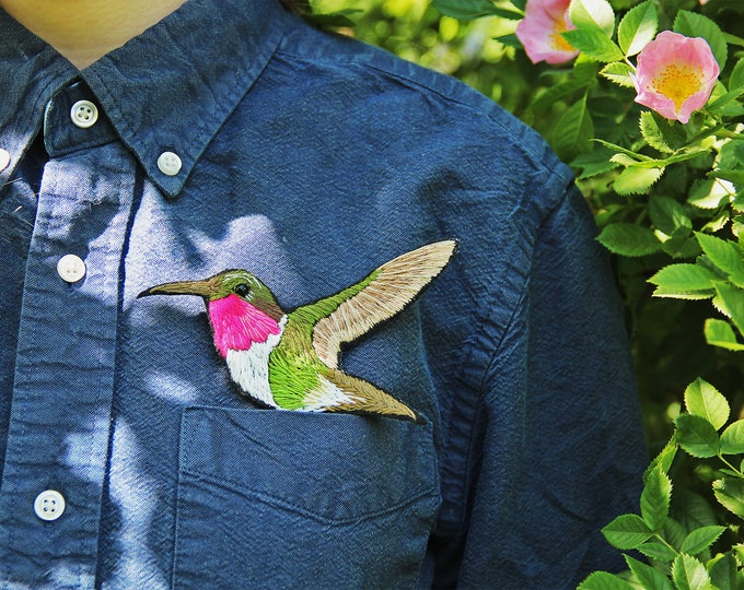 Bird brooch Embroidery pin Embroidered brooch Woodland jewelry Hummingbird pin Woodland brooch Nature inspired pin Nature brooch pin