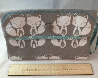 Handmade grey and white clutch with wristlet in lovely fox fabric. Magnetic closeure.