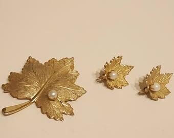 Vintage Goldtone Brooch & Clip Earring Set