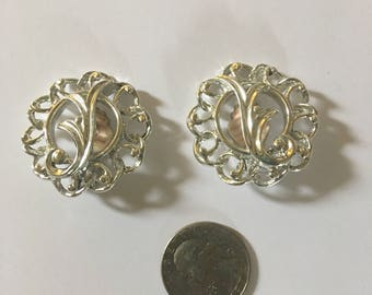 Beautiful vintage signed Sarah Coventry silver clip on earrings.