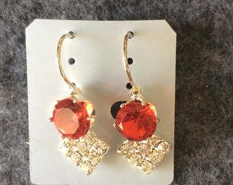 Earrings leverback Gold in Color  Red and Clear stones