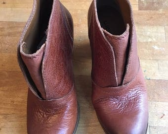 New leather LUCKY BRAND BOOTIES boots. Darker toe. Size 6 - 6.5. Never worn!
