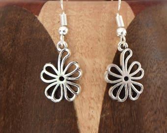 Small flowers, earrings clip silver flowers