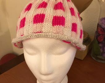 Women's knit hat with checkerboard design