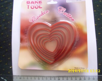 """set of 6 molds shaped red plastic """"heart"""""""