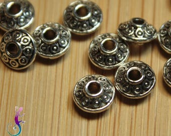 50 spacer beads with ethnic pattern in silver