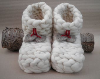 "slippers in pure wool from sheep ""Les Paws"""