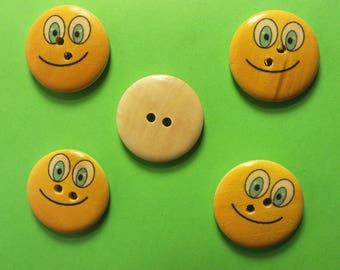 LOT 5 wood buttons: round Smiley 25 mm (05)