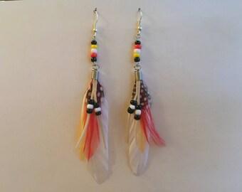 Boucles d'oreille plumes blanches supports argentés 12 cm