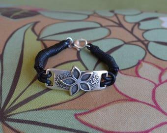 Black Leather Hangman's Noose Knot Flower Bracelet