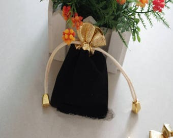12 * 9cm: 2 pockets velvety black and gold shiny opaque