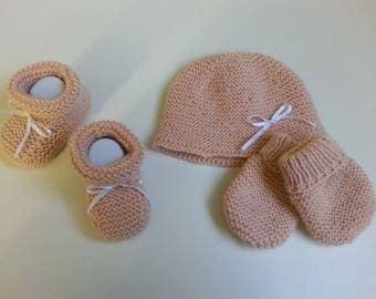 All baby powder: Bonnet.petits toes boots & mittens. headband