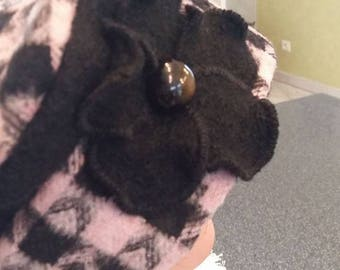 Pink and Black wool beret and his Black Fleece flower adorned with a black mother of Pearl button.