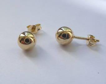 Yellow gold ball earrings (diameter 5.6 mm)