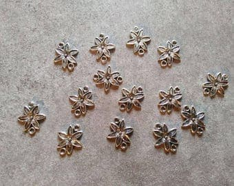 2 connectors 18 x 15 mm flower charm