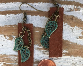 Leather bar earrings with turquise leaf accent