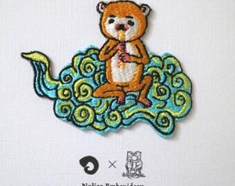 "Artist Collaboration with Takanori Ishizuka, edition 200, patch, embroidery, seal, ""Unchu〈white〉"""