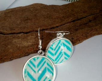 pair of turquoise graphic earring