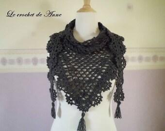 Scarf / shawl in grey dark, with pretty lace patterns.