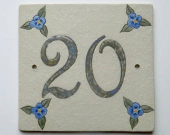 Plate front door stoneware number 20, original decor flowers on beige linen