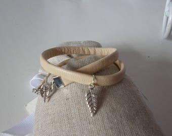 Bracelet double beige leather and feather charm