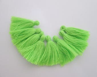 8 pompons en fils de coton longueur 3 cm couleur : vert anis