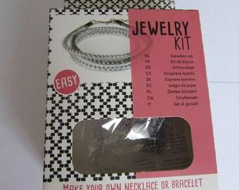 Kit to make the bracelet