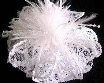 Large barrette white flower lace, feathers and pearls