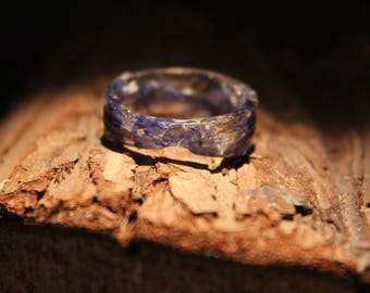 Ring made of resin flowers