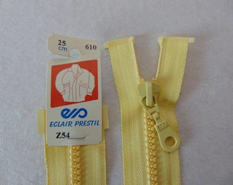 Zipper, molded, yellow straw (Z54 - 610)