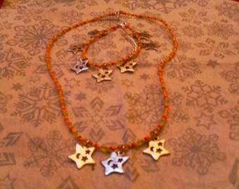 "finery ""fine""(collier et bracelet) colorful stars (orange, yellow, red)"