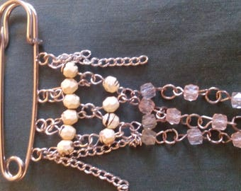 Clothing in pink and ecru beads jewelry