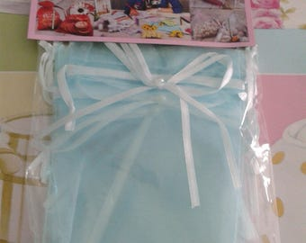 5 lovely pouches in light blue organza 9, 5 x 12, 5 cm