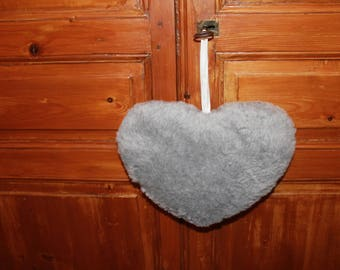 A pretty heart fur grey