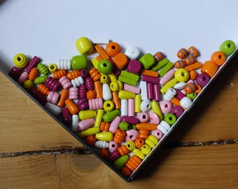 ASSORTMENT OF COLORS WOODEN BEADS