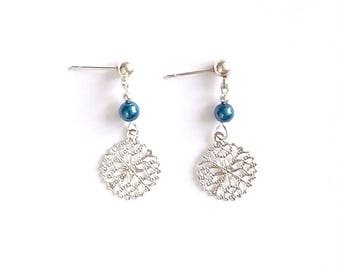 Filigree round charm earrings