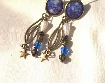 Earrings 2 pairs in 1 bronze cabochon on a beautiful white sparkles and white dots. Stunning