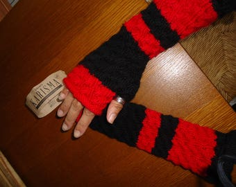 On order: fingerless gloves knitted red and black hands