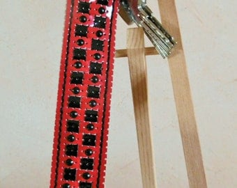 Great key braided perforated lacquered red and black vinyl